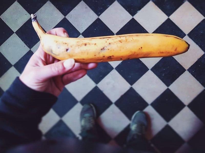 Straight banana by Mamarazzi (2020)